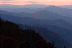 Capas en colores pastel de la montaña foto de archivo