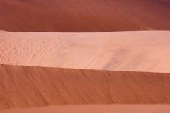 Capas rojas de la duna Foto de archivo