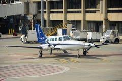 Cape Air Cessna 402 à l'aéroport de Boston Photographie stock libre de droits