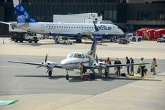 Cape Air Cessna 402 à l'aéroport de Boston Photos stock