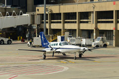 Cape Air Cessna 402 à l'aéroport de Boston Photo libre de droits