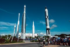 Cape Canaveral, Florida - 13. August 2018: Rocket Garden an der NASA Kennedy Space Center lizenzfreie stockfotos