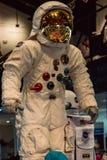 Cape Canaveral Florida - Augusti 13, 2018: Astronaut Suit på NASA Kennedy Space Center arkivbilder