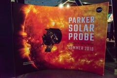 Cape Canaveral Florida - Augusti 13, 2018: Tecken för Parker Solar Probe på NASA Kennedy Space Center royaltyfri fotografi