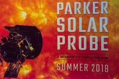 Cape Canaveral Florida - Augusti 13, 2018: Tecken för Parker Solar Probe på NASA Kennedy Space Center fotografering för bildbyråer