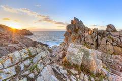 Cape Pointe Du Raz en puesta del sol Fotos de archivo