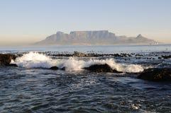 Cape Town от пляжа Blouberg Стоковая Фотография