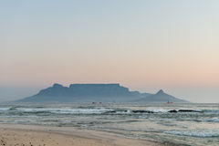 Cape Town-Ansicht von Bloubergstrand Stockbilder