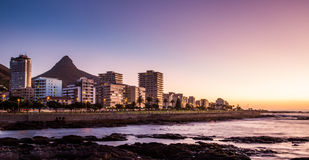 Cape Town bij nacht, Zuid-Afrika stock foto's