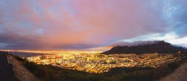 Cape Town en het panorama van de Lijstberg stock afbeelding
