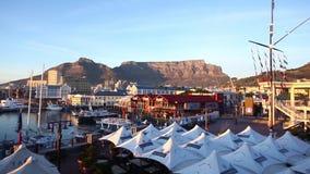 Cape Town från Victoria och Alfred Waterfront stock video