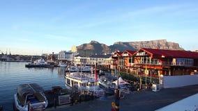 Cape Town från Victoria och Alfred Waterfront lager videofilmer