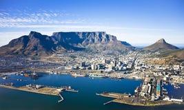 Cape Town hamn och tabellberg Arkivfoto