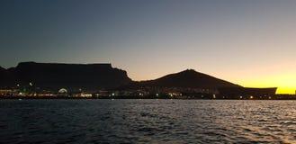 Cape Town solnedgångkryssning royaltyfri bild