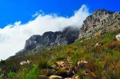 Cape Town-Tafelberg bedeckt durch Wolken Stockbild