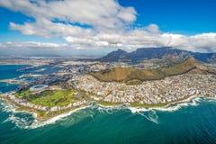 Cape Town und die 12 Apostels von oben Stockbild