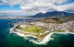 Cape Town y los 12 Apostels desde arriba Fotos de archivo