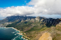 Cape Town y los 12 Apostels desde arriba Fotos de archivo libres de regalías