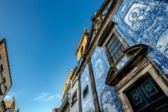 Capela Das Almas - dekorerade den catolic kyrkan för århundrade XVIII med a Royaltyfri Fotografi