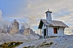 Capela de Lavaredo de três picos Fotografia de Stock Royalty Free