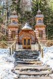 Capela de madeira do russo no Vrsic Passagem-Eslovênia Foto de Stock Royalty Free