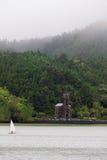 Capela de rias do ³ de Nossa Senhora DAS Vità ao lado do lago, Sao Miguel, Açores Fotografia de Stock Royalty Free