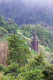 Capela de rias do ³ de Nossa Senhora DAS Vità atrás das árvores, Sao Miguel, Açores Imagem de Stock