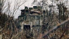 Capela destruída no cemitério imagens de stock