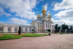 Capela do leste do palácio grande de Peterhof, Rússia imagem de stock royalty free