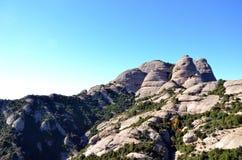 Capela e montanhas de Monserrate, Catalonia, Espanha fotos de stock royalty free