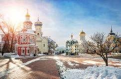 Capela e templos do Lavra em Sergiev Posad imagem de stock