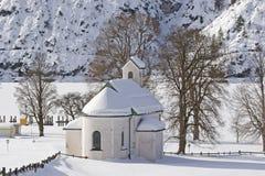 Capela em Tirol no inverno Imagens de Stock