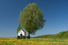Capela em um prado Fotografia de Stock