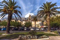 Capela Franciscan velha no centro do Makarska Riviera Cro?cia setembro de 2018 fotografia de stock
