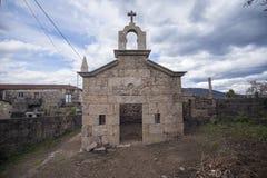 Capela na pedra religiosa na restauração, Portugal Imagens de Stock