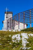 Capela no Dachstein no trajeto aos cinco dedos que veem a plataforma Fotografia de Stock Royalty Free