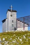 Capela no Dachstein no trajeto aos cinco dedos que veem a plataforma Imagens de Stock