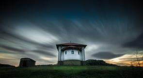A capela perto de Rusokastro, Bulgária nas cores Fotos de Stock Royalty Free
