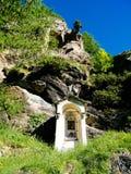 capela votiva pequena dedicada à mãe a mais santamente do deus sobre imagens de stock