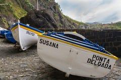 Capelas, de Azoren Portugal - 15 Mei, 2017: Porto Capelas die p vissen Stock Foto's