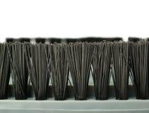 Capelli di piccolo detergente per pennelli tenuto in mano di vuoto isolato sopra i precedenti bianchi Fotografie Stock Libere da Diritti