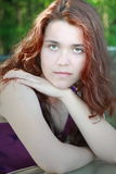 Capelli di rosso della giovane donna Immagini Stock