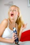 Capelli di secchezza della giovane donna Fotografia Stock Libera da Diritti