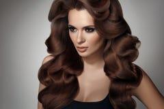 capelli Ritratto di bella donna con capelli neri Alta qualità Immagine Stock