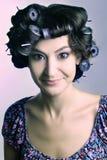 Capelli-rulli sulla testa della donna fotografia stock libera da diritti