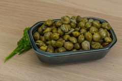 Capers. In the bowl with green leaves Royalty Free Stock Photos
