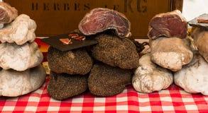 Capicolo,亦称capocollo, coppa, gabagool, capicollo被显示在一个街市上的一个市场上在普罗旺斯 免版税库存图片