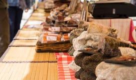 Capicolo,亦称capocollo, coppa, gabagool, capicollo被显示在普罗旺斯市场上的一个市场上 免版税库存照片