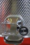 Capienza da acciaio inossidabile per vino. fotografia stock