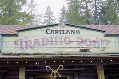 Capilano购销点交易站在吊桥公园-温哥华-加拿大- 2017年4月12日 免版税库存照片